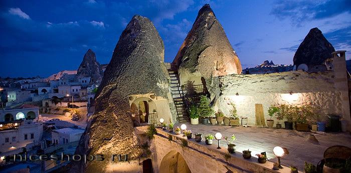 Neobychnaja-arhitektura-i-dizajn-peshhernogo-otelja-v-Turcii