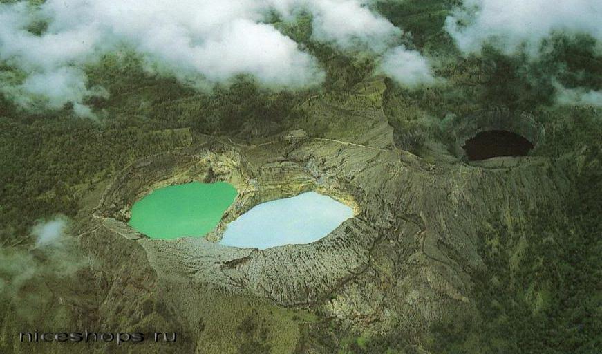 Krasnoe-ozero-v-Indonezii