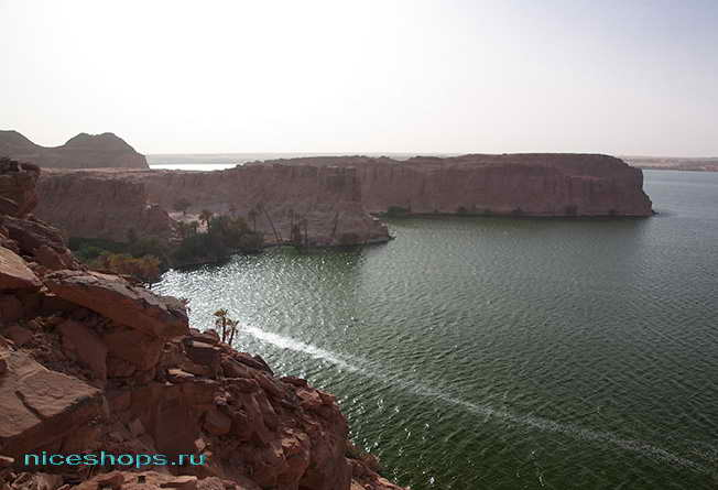 Озеро Йоа в пустыне Сахара