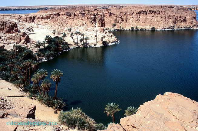 Система озер Унианга в пустыне Сахара