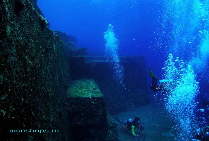 Подводный город Йонагуни в Японии