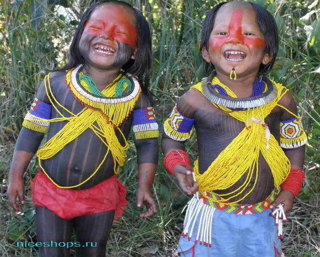 Аборигены из тропических лесов реки Амазонки