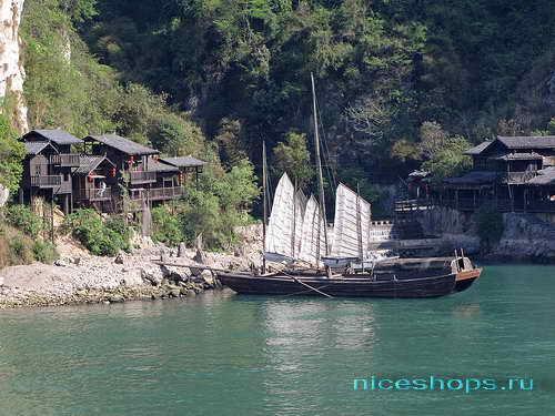 Прибрежный поселок на реке Янцзы в Китае