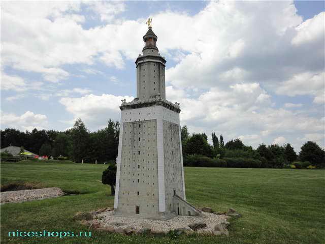 Александрийский маяк в уменьшенном масштабе в парке развлечений