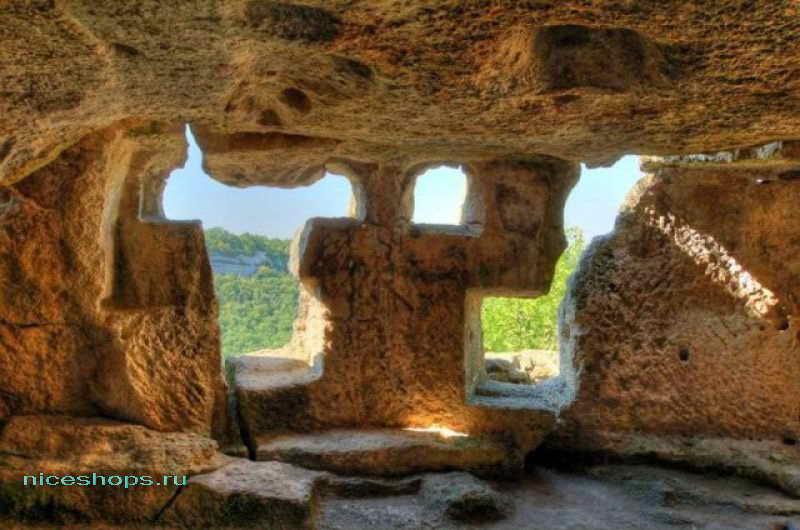Внутренние пространства пещер Чуфут-Кале