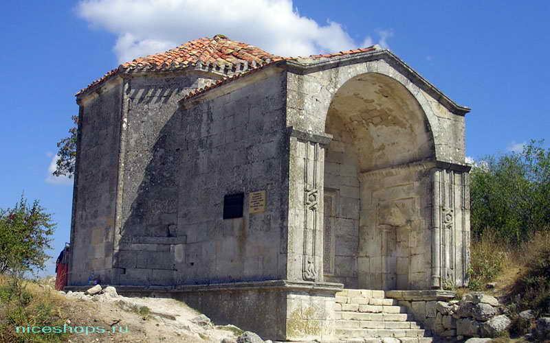Мавзолей Чуфут-Кале в Крыму