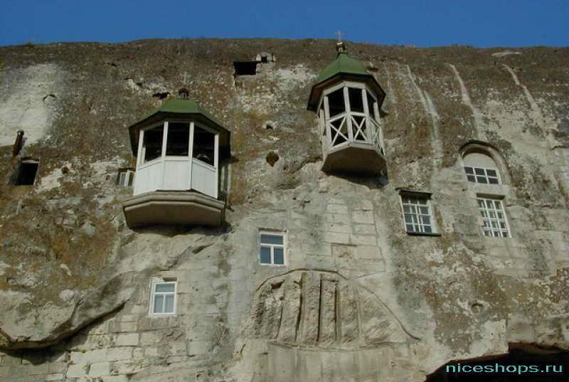 Скальный храм Инкерман в Крыму