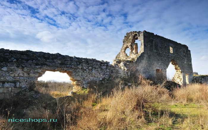 Скальный город Мангуп Кале в Крыму