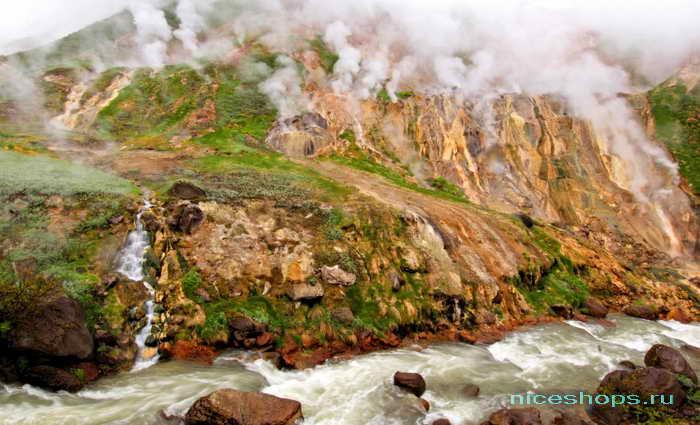 Река Шумная в Долине гейзеров на Камчатке