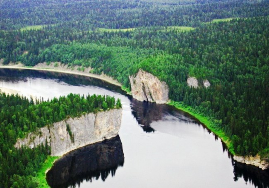 Река Печора в окружении девственных лесов Коми