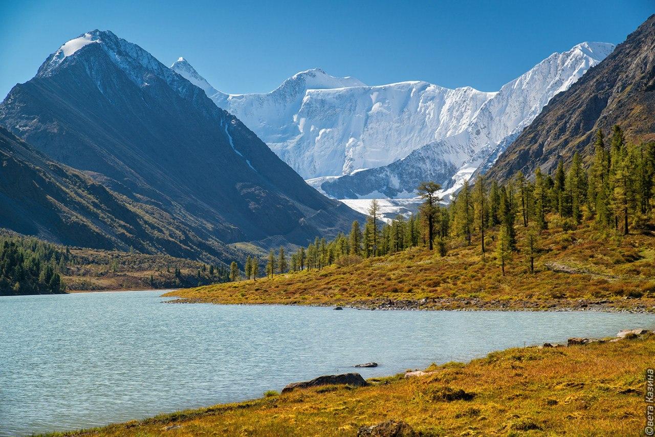 Трехглавый пик Белуха в горах Алтая