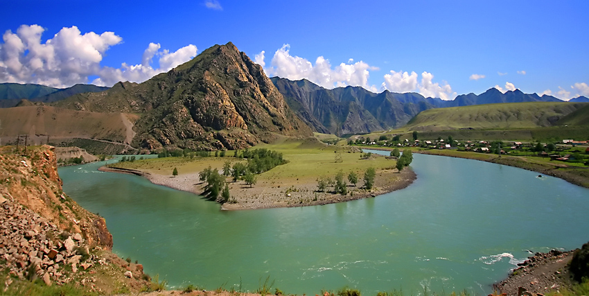 Река Катунь в  горах Алтая