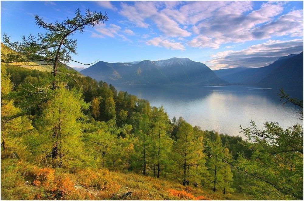 Озеро Телецкое в горах Алтая