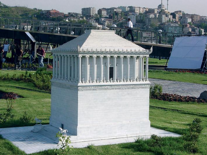 Макет реконструкция Галикарнасского мавзолея в масштабе