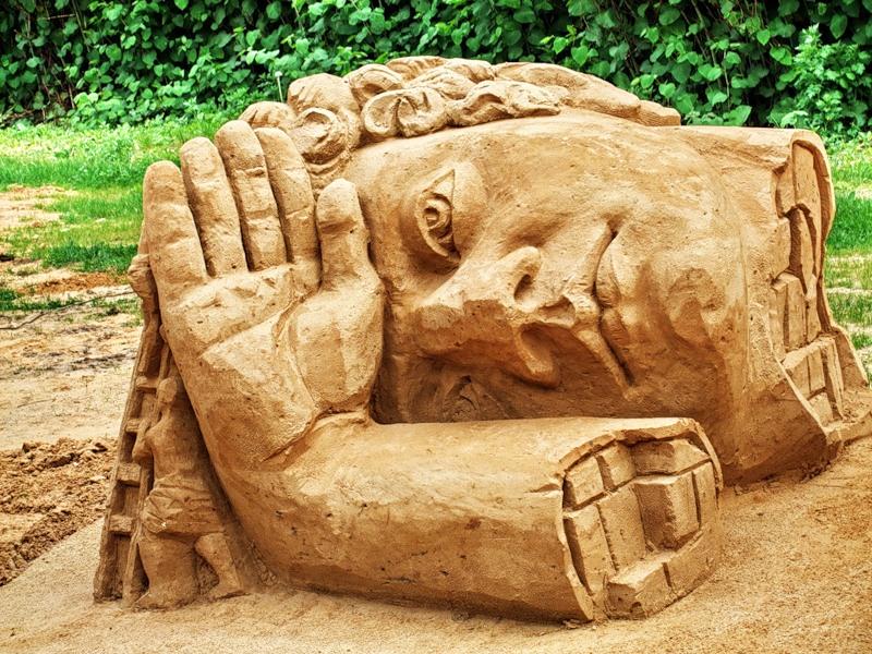Колосс Родосский реконструкция из песка и глины