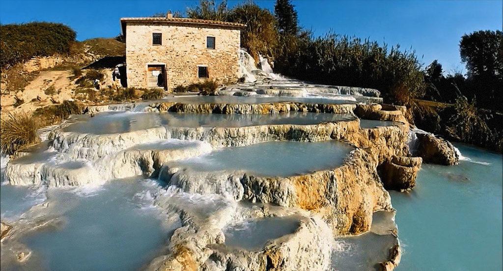 Термальные источники и белые террасы Сатурнии в Италии