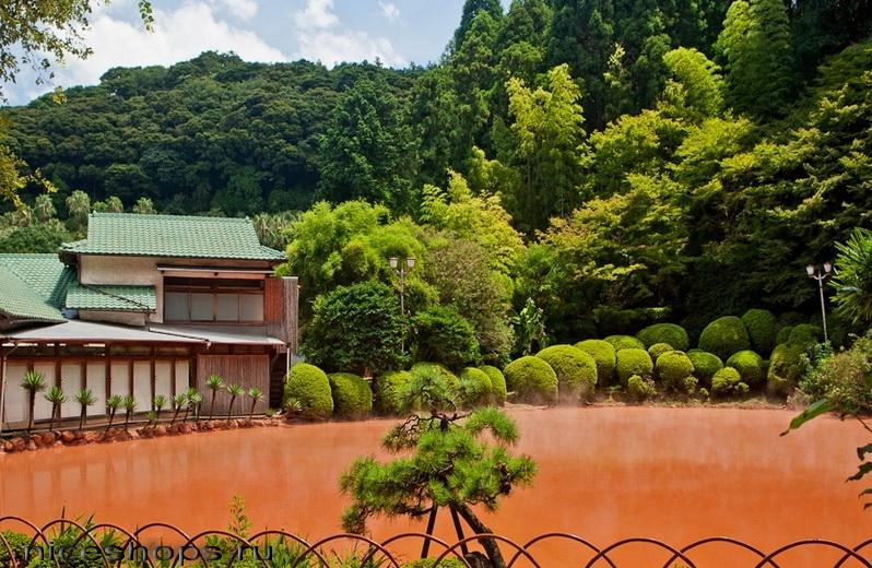 Krasnoe-ozero-v-Japonii