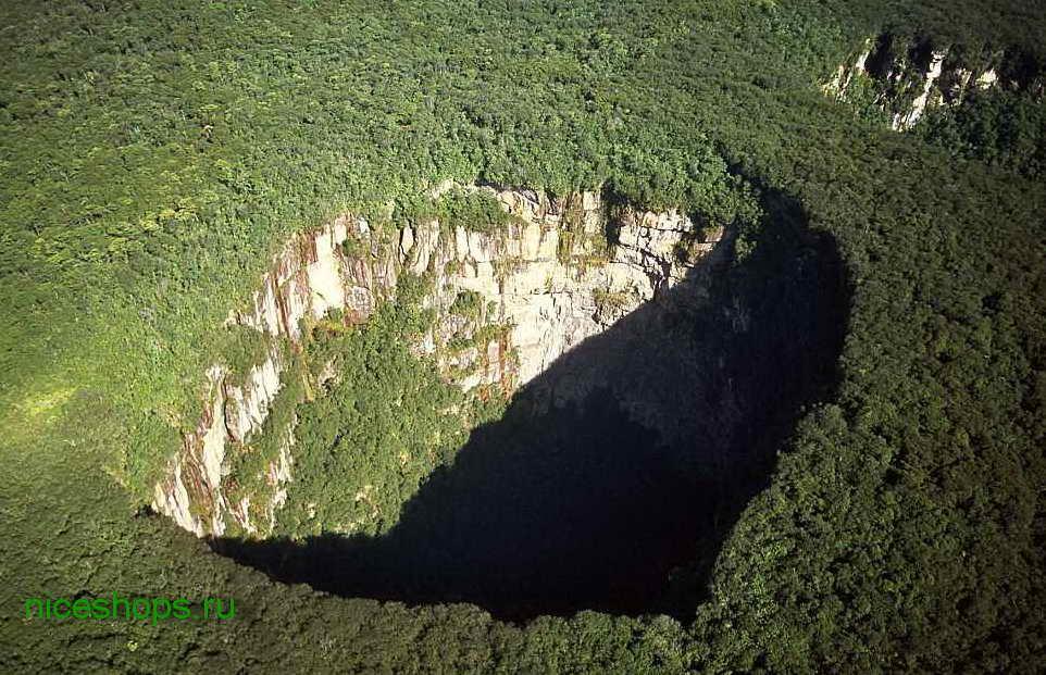 stolovaya-gora-Sarisarinama-tepui