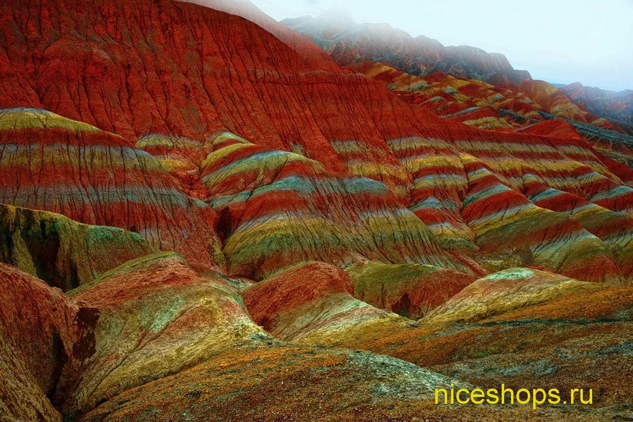 neobychnyj-prirodnyj-landshaft-Zhangye-Danxia-kitaj
