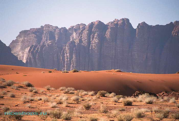 Скалы и дюны пустыни Сахары