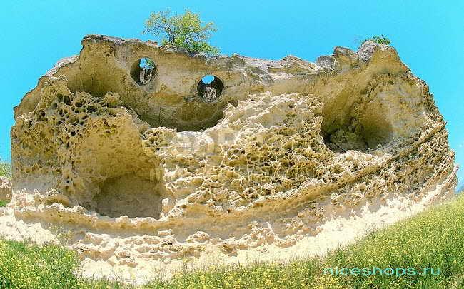 Пещеры в крымском городе Бакла