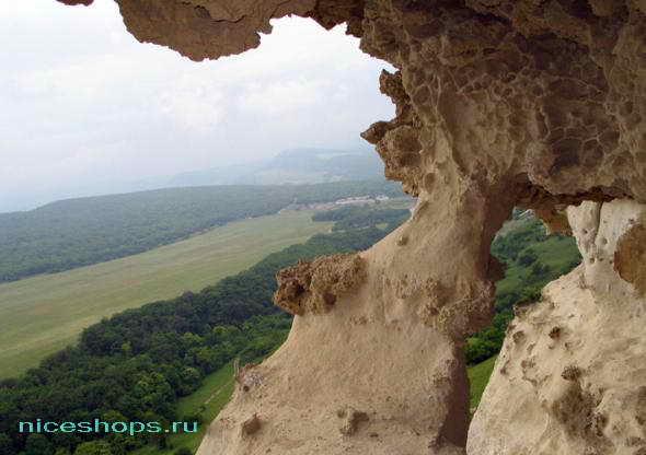 Внутреннее пространство пещер в Крымском городе Бакла
