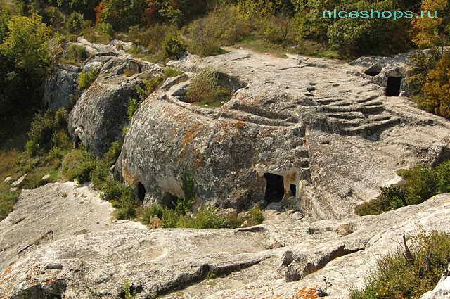Скальный город Эски-Кермен в Крыму