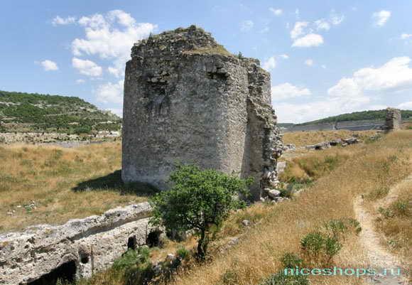 Руины крепости Каламита в Крыму