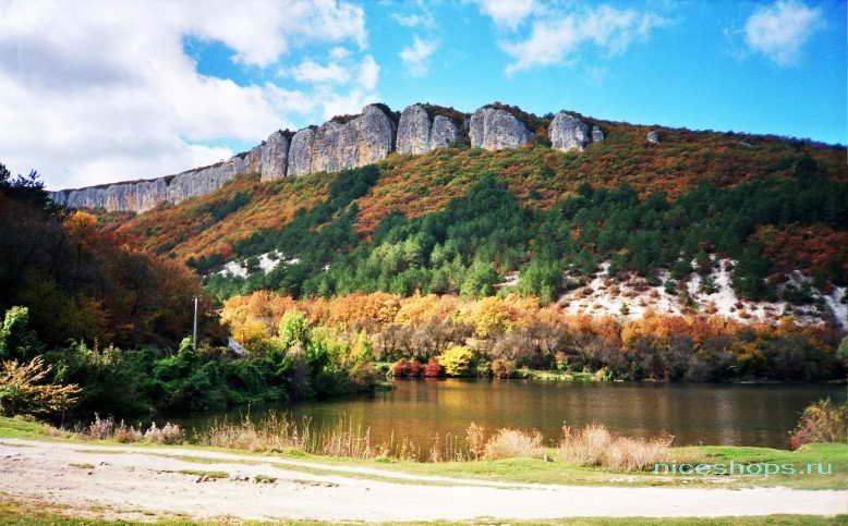 Пещерный город Мангуп Кале в горах Крыма