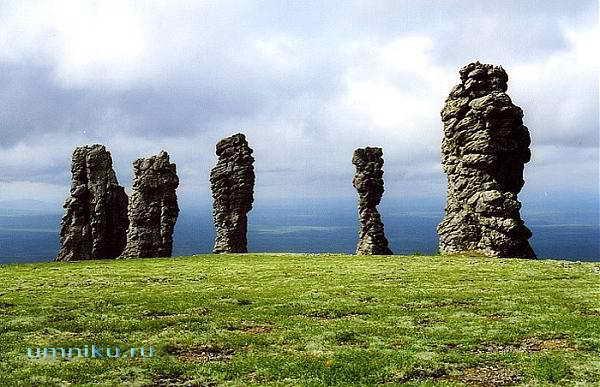 7 чудес России: столбы выветривания Маньпупунер в Коми