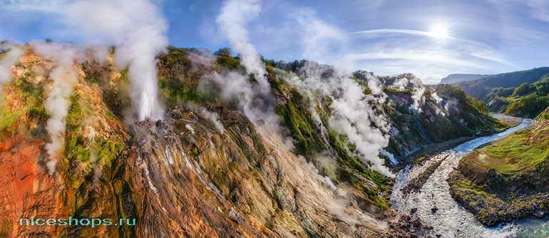 Русло реки Шумной в Долине гейзеров на Камчатке