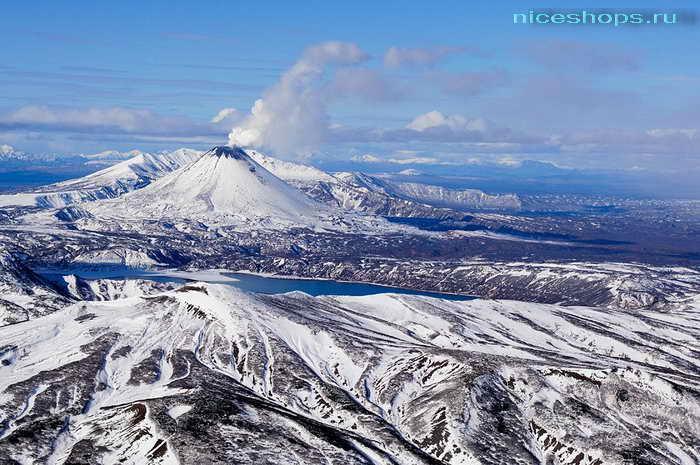 Вулкан Узон в Долине гейзеров на Камчатке