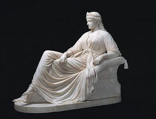 Скульптура 19 в., изображающая Семирамиду