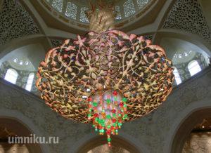 Люстра в мечети шейха Зайда