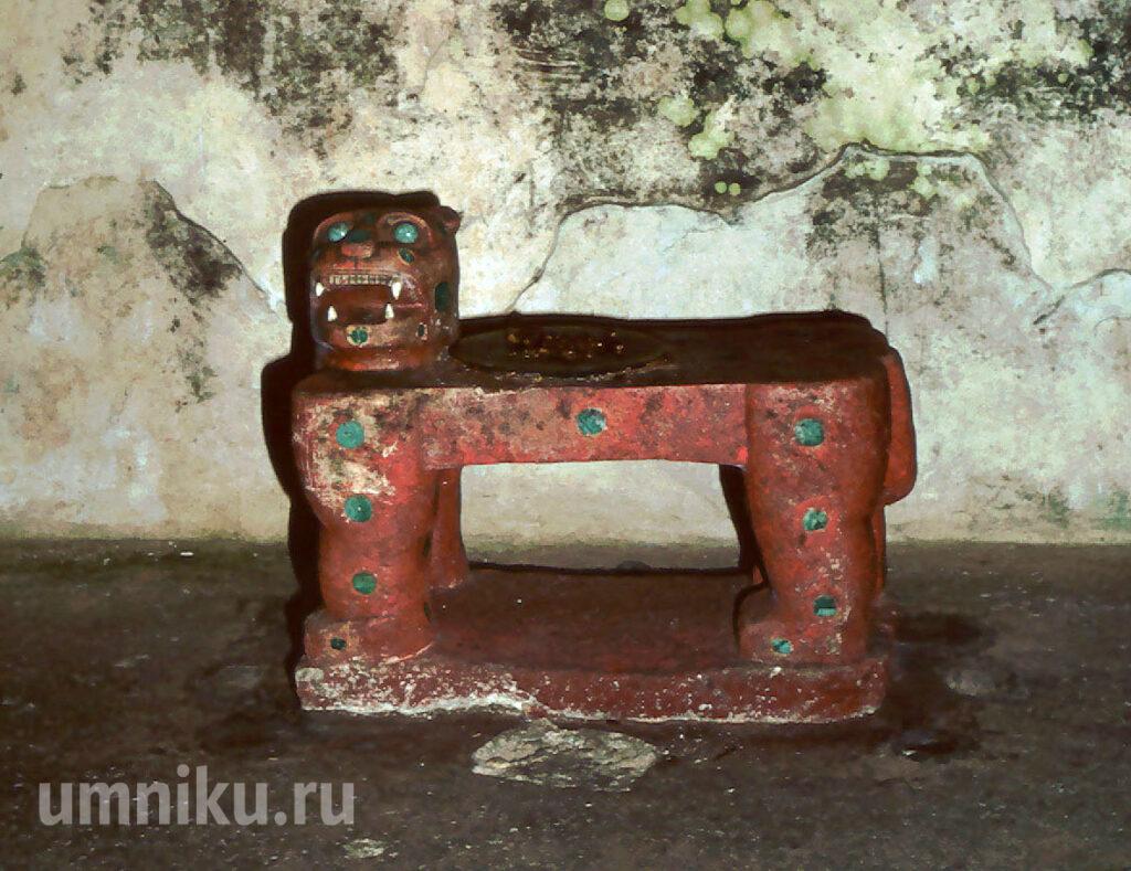 Ягуаровый трон: Красный ягуар из Чичен-Ицы