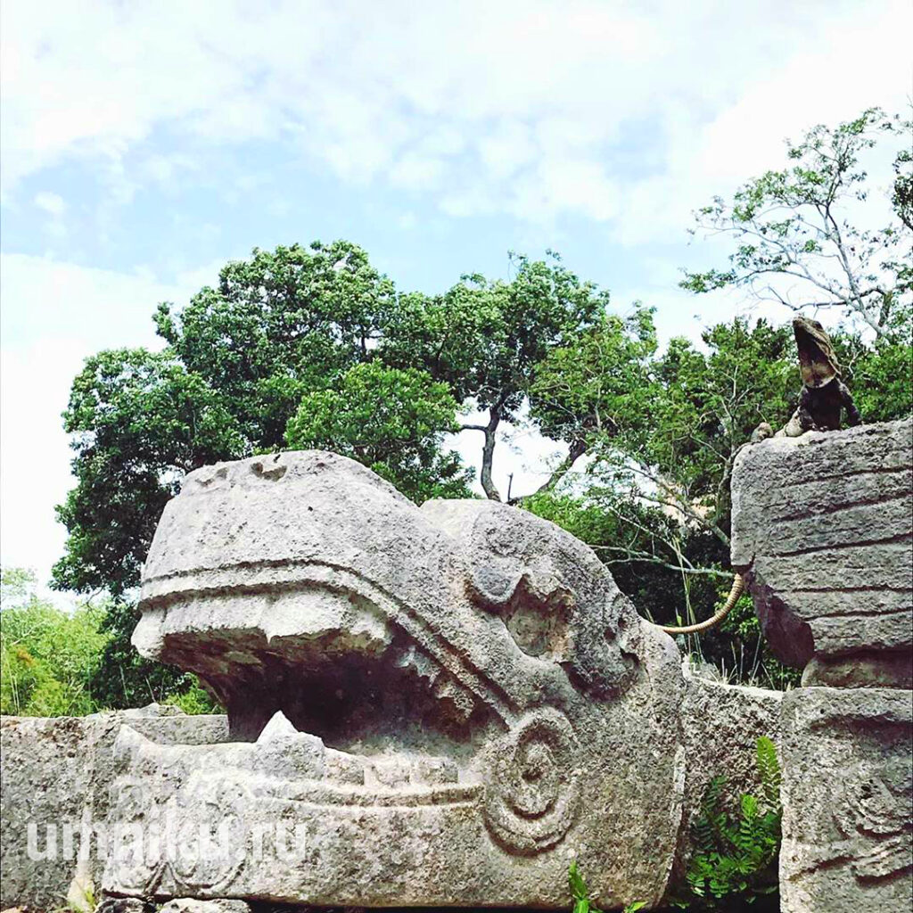 Пирамида Кукулькана: змеи
